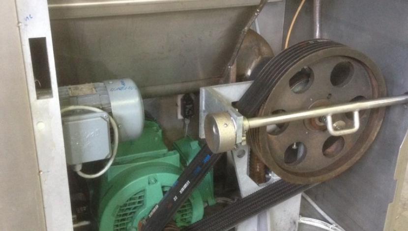 Self-feed grinder